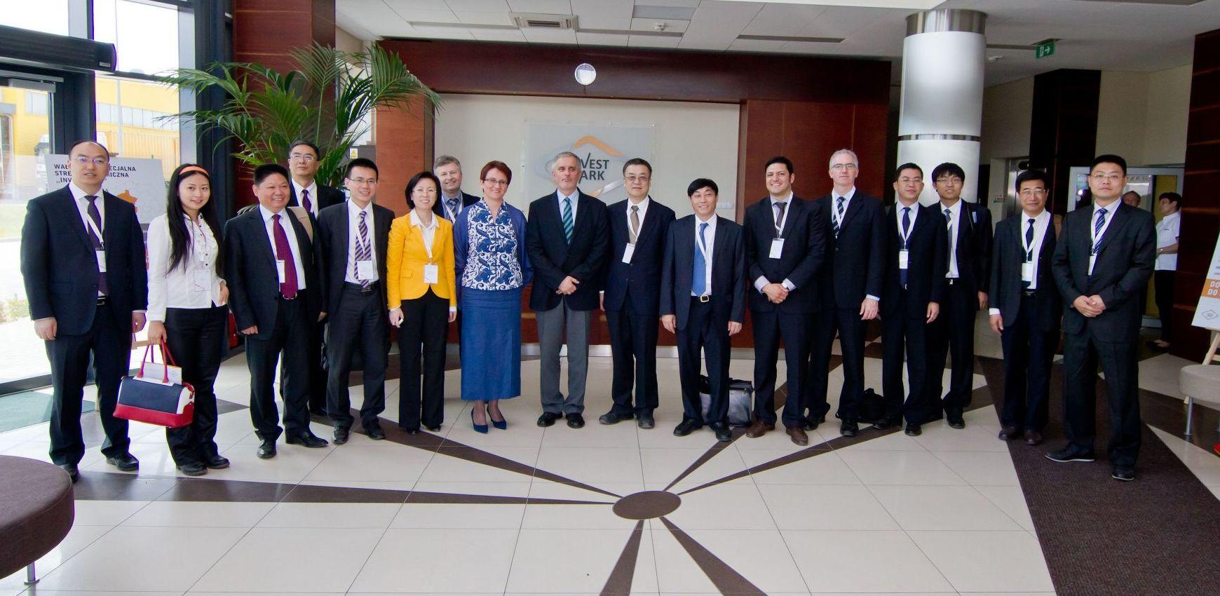 Podczas majowej wizyty w Wałbrzychu przedstawiciele Prowincji Syczuan zwiedzili między innymi Centrum Aktywnego Wypoczynku Aqua-Zdrój, Park Wielokulturowy Stara Kopalnia oraz tereny inwestycyjne, głównie należące do Wałbrzyskiej Specjalnej Strefy Ekonomicznej