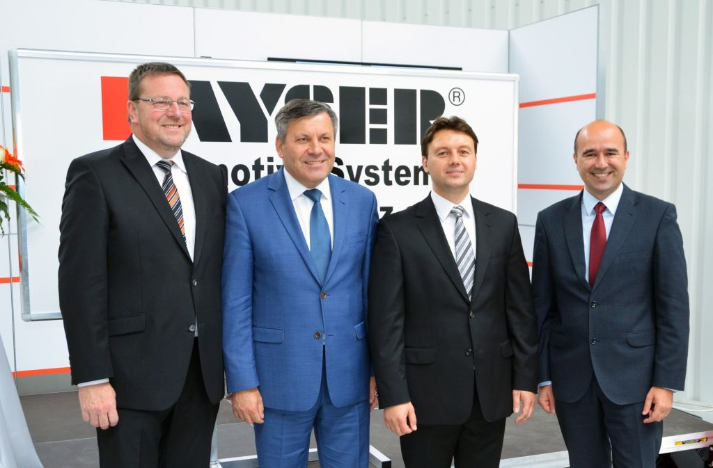 The Kayser company will invest almost 11.5 million zlotys in Kłodzko. In the photo from the left: Kurt Heinz Borth, President of the Board of A. Kayser Automotive Systems GmbH; Janusz Piechociński, Deputy Prime Minister and Minister of Economy; Ralf Jakubiak, President of the Board of Kayser Automotive Systems Polska; Stanisław Longawa, Administrator of the Gmina of Kłodzko.