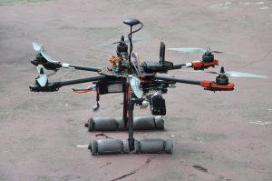 Urządzenie zostało wyposażone w kamerę oraz moduł GPS