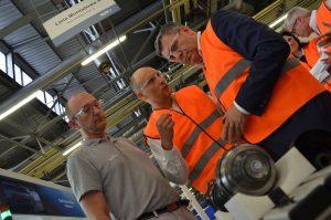 Wicepremier Janusz Piechociński zwiedził nowoczesną fabrykę GKN, spotkał się z pracownikami i poznał proces produkcji komponentów zgodny z technikami metodologii Lean