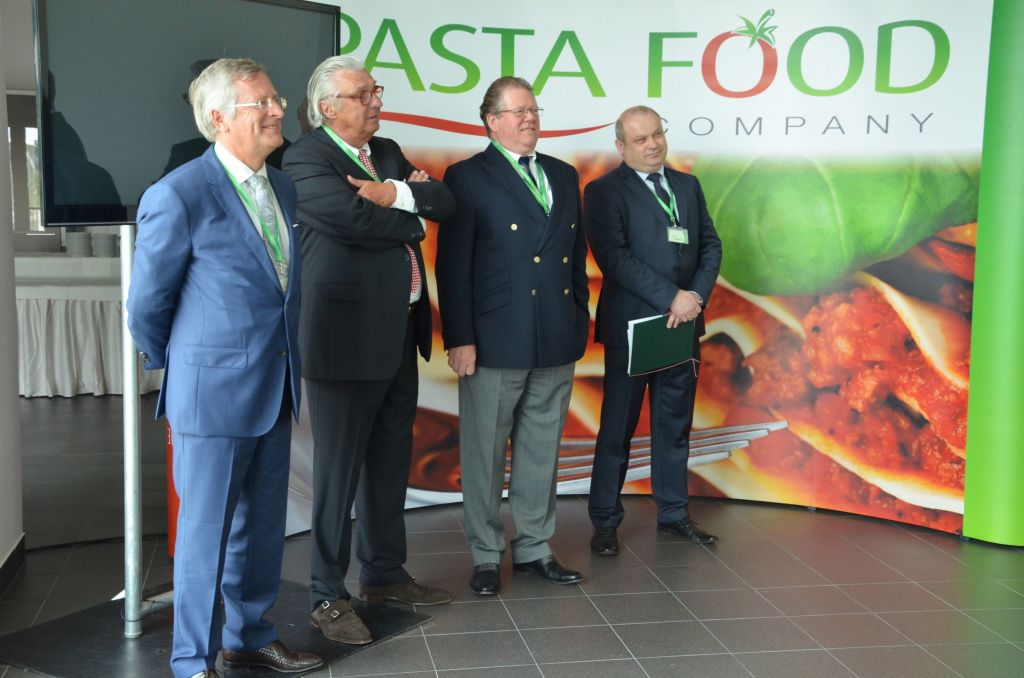 The company will initially employ 50 people. It is planning to ultimately increase this number three times. In the photo from the left: Gilbert Schmit, Managing Director of Ter Beke; Douglas Hamer, President of Stefano Toselli; Maciej Wajs, Managing Director of the Pasta Food facility in Opole