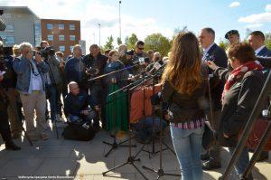 W konferencji wzięło udział około 30 polskich i zagranicznych redakcji , w tym amerykańska sieć telewizyjna NBC