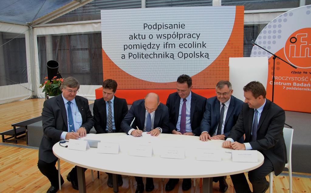 Podczas uroczystości otwarcia centrum podpisano również umowę o współpracy z Politechniką Opolską