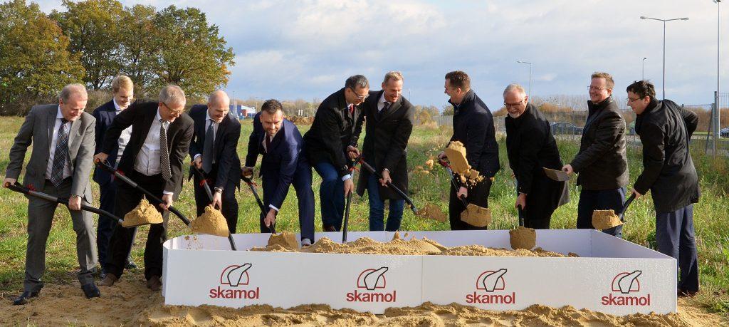 Symboliczne wbicie łopaty pod inwestycję Skamol w Opolu